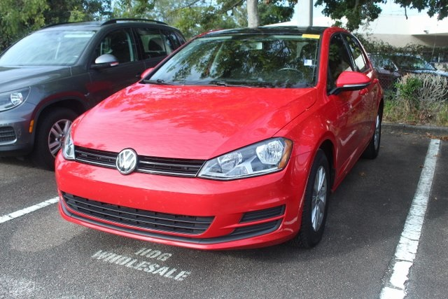 Pre-Owned 2015 Volkswagen Golf TSI S 4-Door